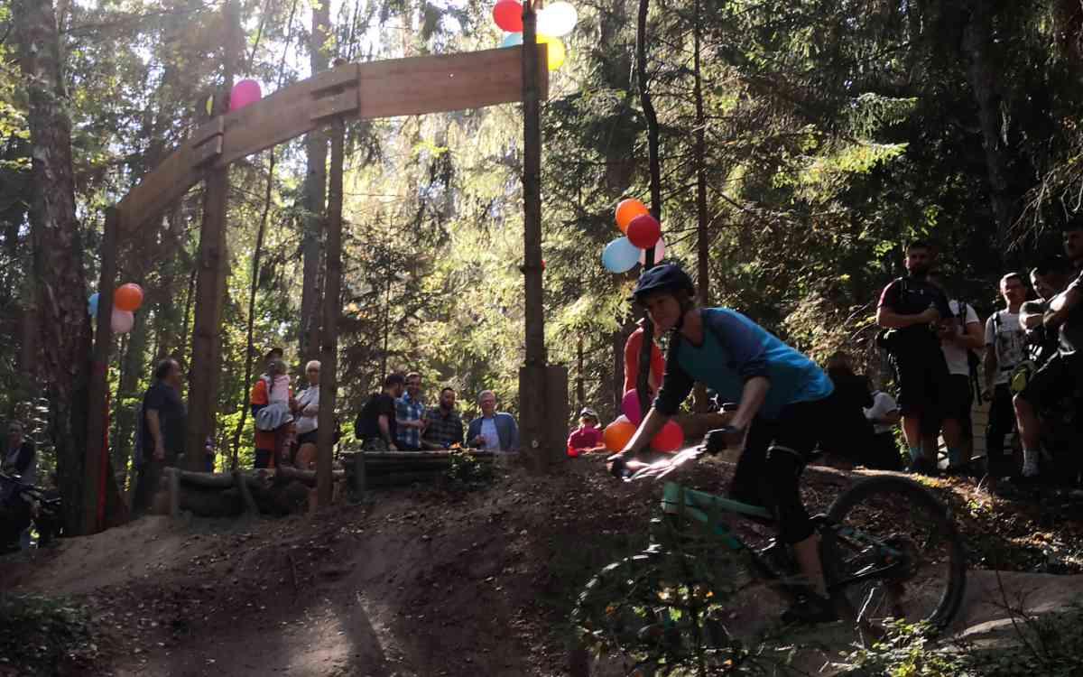 Neuer Mountainbike-Trail in Bayreuth: An der Bärenleite in der Saas können nicht nur jugendliche Mountainbiker fahren. Bild: Stefan Steurer