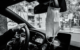 Maskenpflicht im Auto: Der Mund-Nasen-Schutz im Verbandskasten soll verpflichtend werden. Symbolbild: Unsplash/Frosina Polazarevska