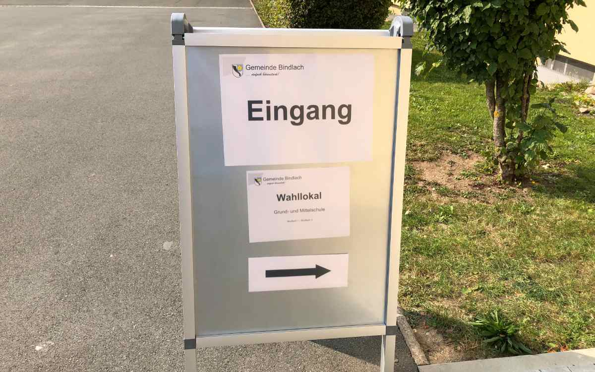 In Bindlach im Landkreis Bayreuth lud die Grundschule zur Bundestagswahl ein. Bild: Michael Kind
