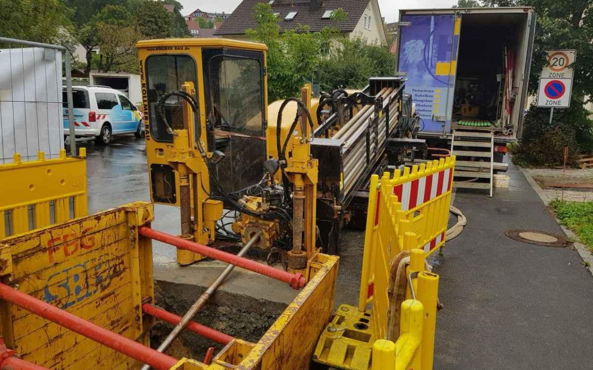 Mit dem Spülbohrverfahren wurde am Rodersberg in Laineck eine Wasserleitung unter der Steinach verlegt. Bild: Stadtwerke Bayreuth