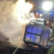 Bei Schönwald (Kreis Wunsiedel) hat am Donnerstagabend (30. September) ist ein Lkw auf der A93 ausgebrannt. Bild: News5