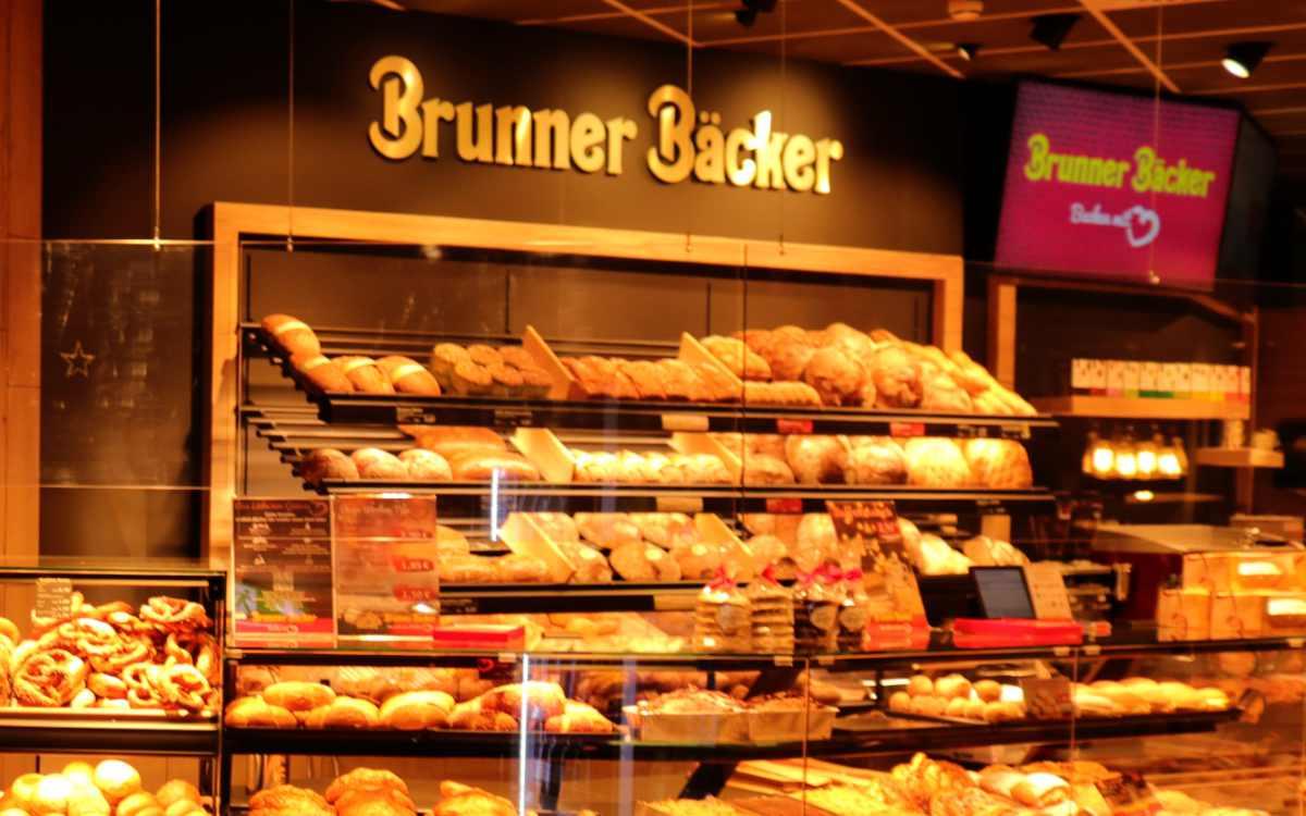 Brunner Bäcker in Bayreuth: Wegen Personalmangel musste die Filiale im Gutenberghaus zwei Wochen schließen. Bild: Brunner Bäcker