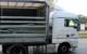 Weil ein Lkw stark bremsen musste, durchschlugen seine geladenen Stahlträger die Rückwand des Führerhauses.Bild: Polizei Kulmbach