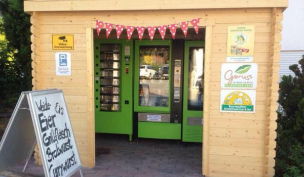 Der Weidehof Grellner verkauft in Pegnitz im Landkreis Bayreuth seine und andere regionale Erzeugnisse im Automaten. Bild: Weidehof Grellner