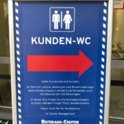 Die Toiletten im Rotmain-Center in Bayreuth werden derzeit saniert. Bis Ende November sollen die Maßnahmen andauern. Bild: Michael Kind
