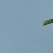 Flugzeug mit eindeutiger Botschaft kreiste am Dienstag (19. Oktober 2021) über Bayreuth. Foto: privat