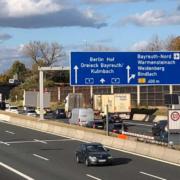 So sah es nach drei Auffahrunfällen auf der A9 bei Bayreuth aus Es staute sich mehrere Kilometer zurück. Bild: Jürgen Lenkeit