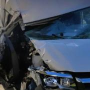 Von Windböe erfasst: ein Transporter wurde auf der A9 gegen einen Lkw geschleudert. Bild: Verkehrspolizei Bayreuth