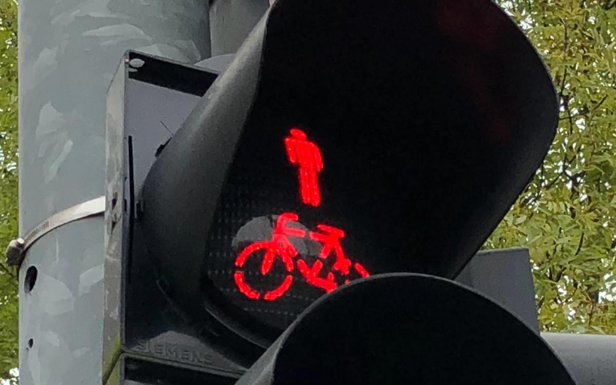 Eine Fußgängerampel in Bayreuth funktioniert der zeit nur im Notbetrieb. Bild: Michael Kind